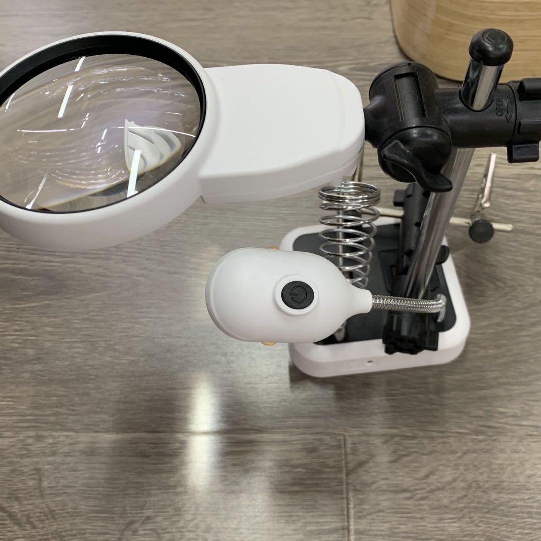 新款多功能LED辅助夹电洛铁支架焊接维修插电电池台式夹子放大镜