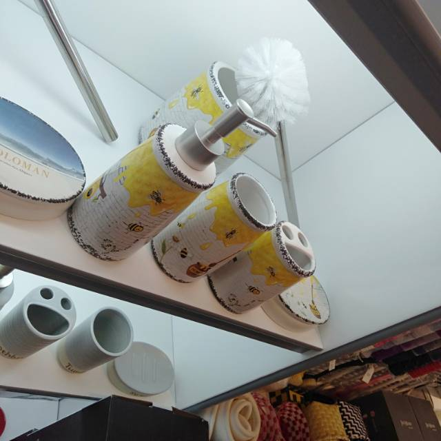 卫浴四件套陶瓷刷牙漱口杯子沐浴露瓶肥皂盒牙刷架