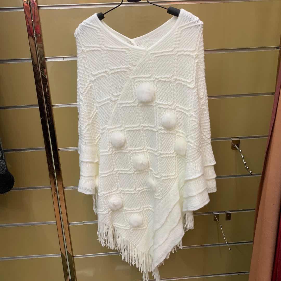 经编披肩套头巾加毛球带须白色厂家直销