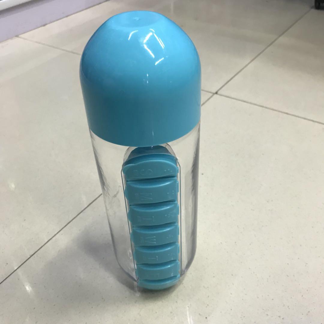 宝蓝色健身水壶设计新颖款式别致时尚感满满