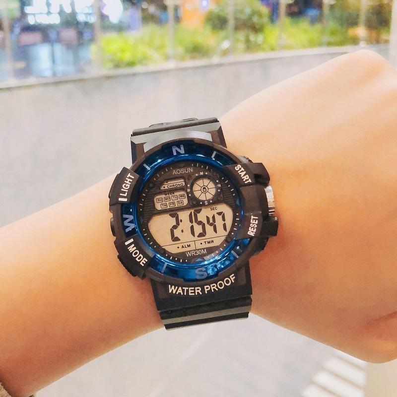 新款热销青少年学生运动手表 防水个性多功能表 户外登山夜光表