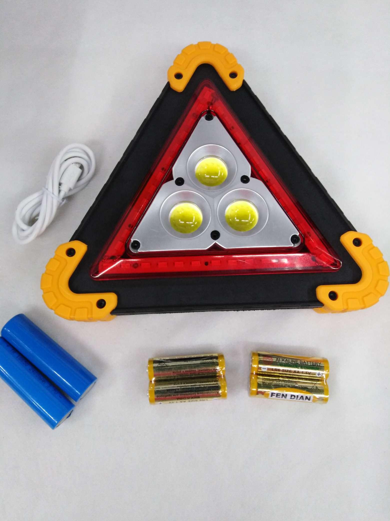 W838三角牌警示灯,灯泡:3个COB十36颗贴片灯珠,功率50W,功能:強弱贴片十(红闪),一件48个起批