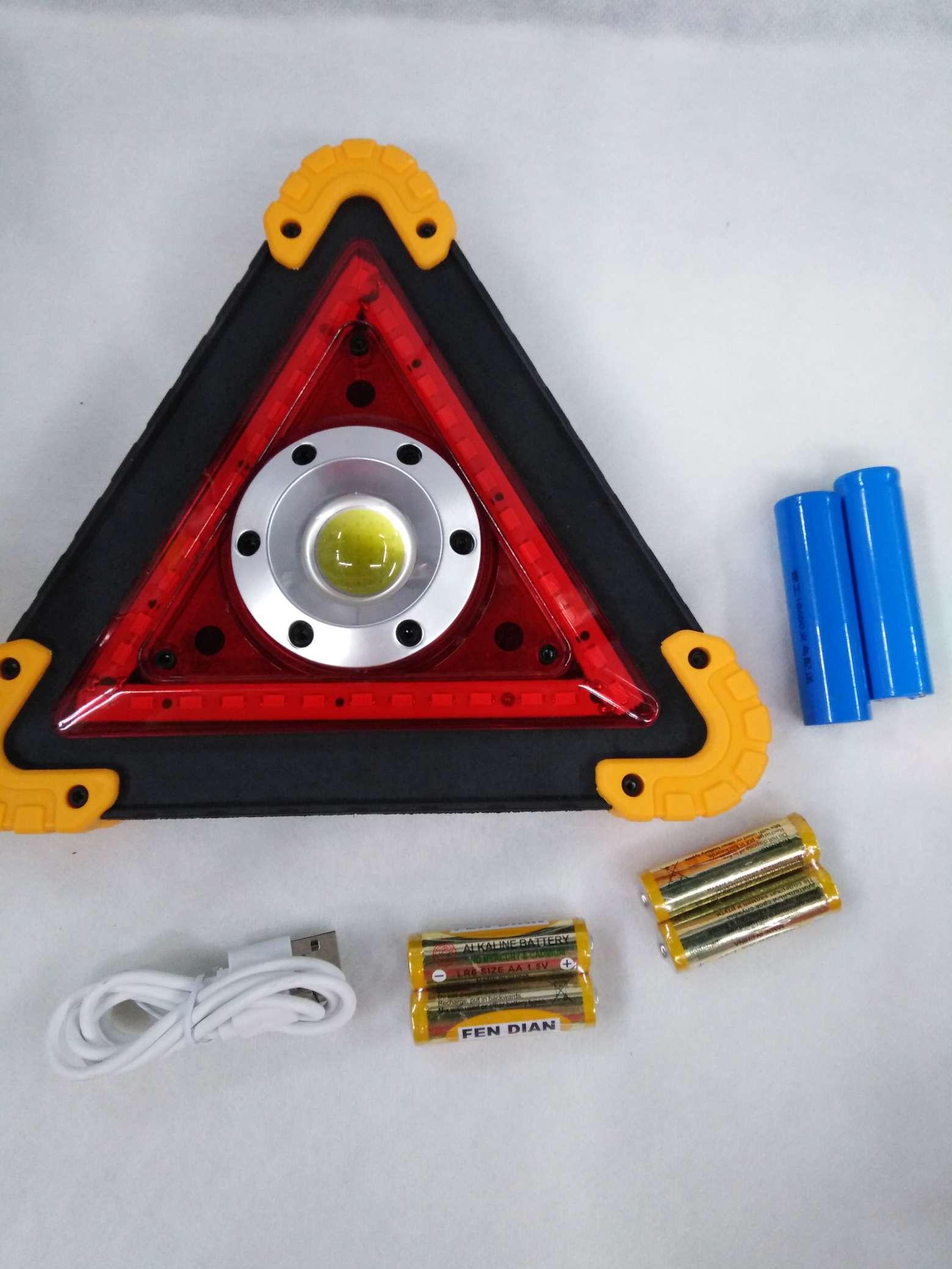 W837三角牌警示灯,灯泡:1COB+36颗贴片灯珠,功能:强弱贴片+(红闪),一件48个起批