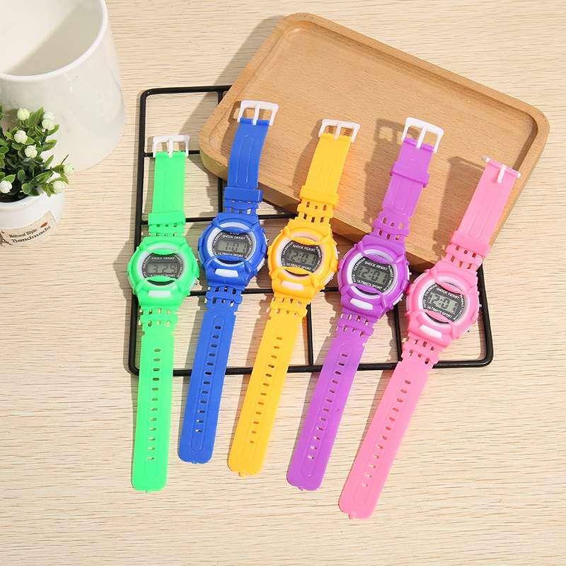 小学生电子手表儿童可爱小公主手表。