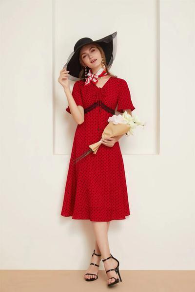 显气质v领红色波点裙
