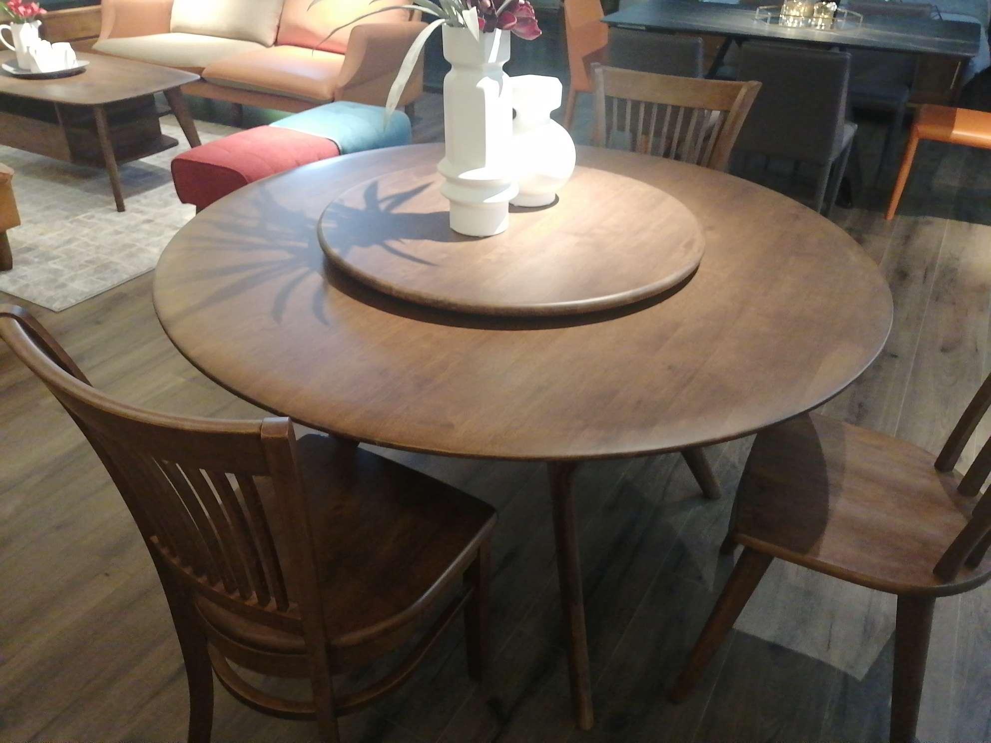 科美滋马来西亚原装进口圆餐桌1.35米加两条凳子