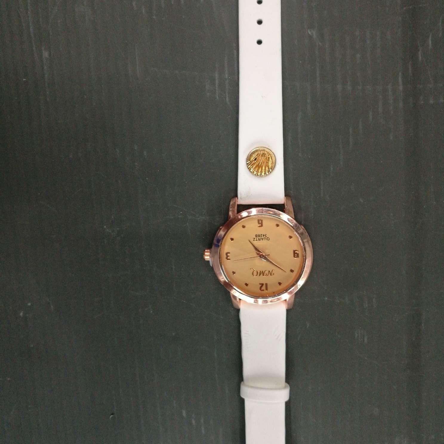 时尚学生表成人手表白色皮表带
