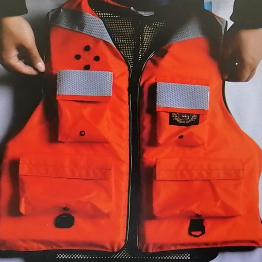 厂家直销品质优良精品救生衣,款式新颖。