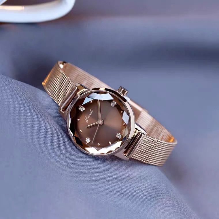 时尚钢带手表