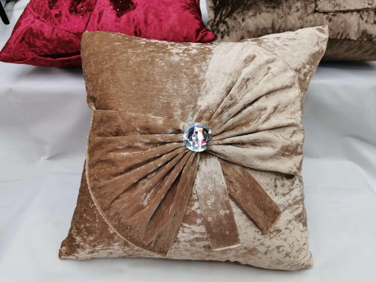 冰花绒蝴蝶结抱枕 抱枕套 床上用品 日用百货 家居用品靠垫靠垫套