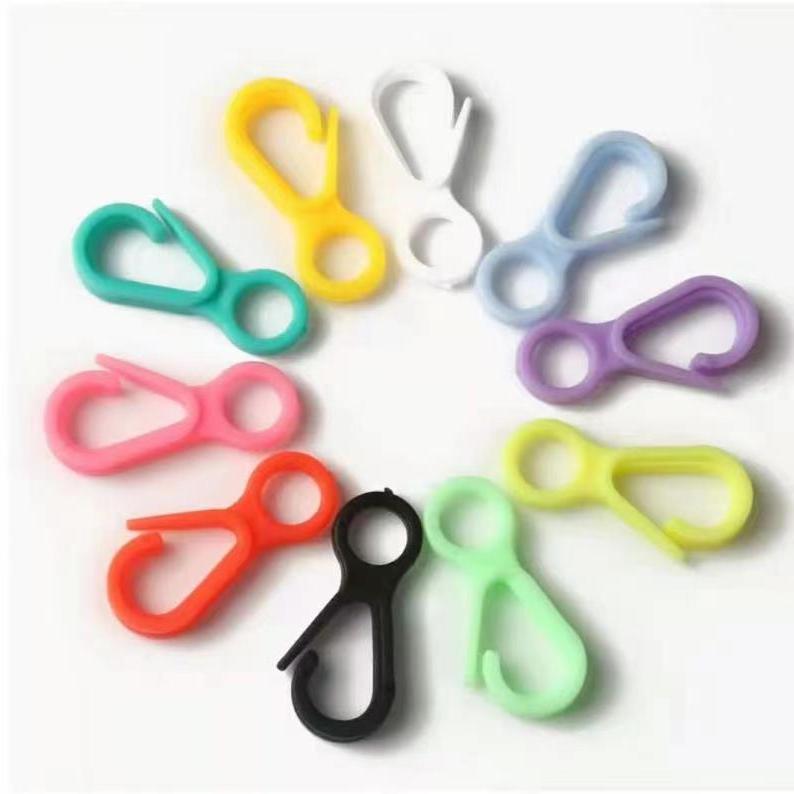 厂家直销 5号模塑料扣 塑料挂钩 彩色扣