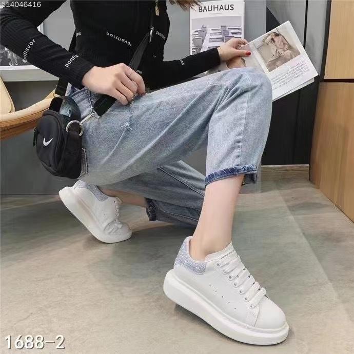 2021春季新款麦昆百搭真皮铆钉厚底休闲运动小白鞋平底板鞋