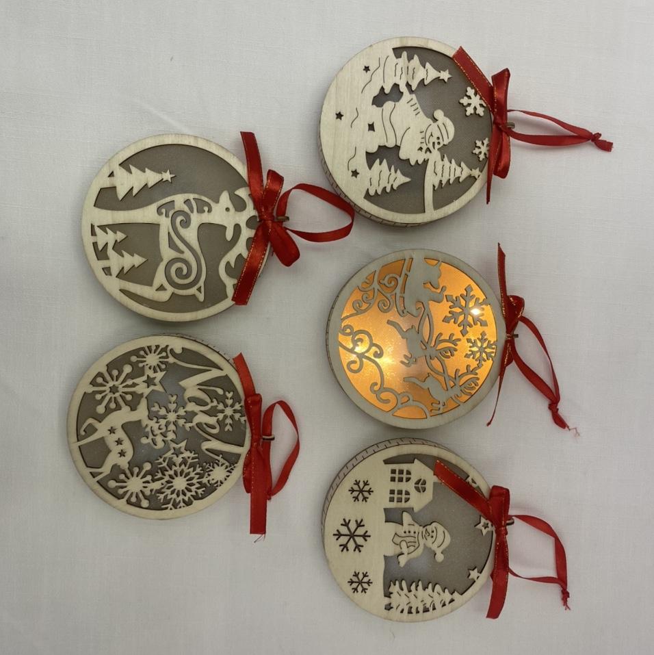 爆款LED 镂空艺术款木质圆形圣诞装饰灯家居节日装饰电池盒小灯串