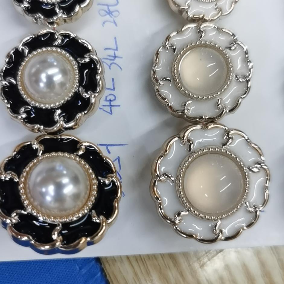 新款女士装饰亮光珍珠麻花高档纽扣
