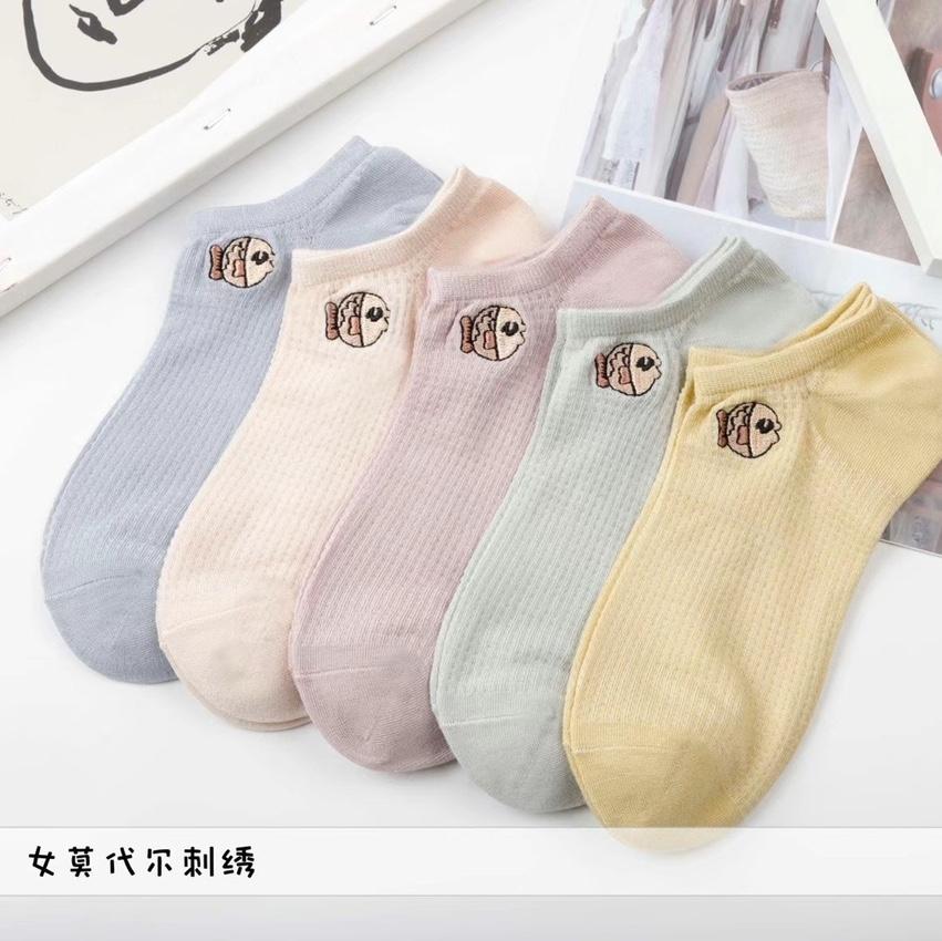 女莫代尔刺绣袜