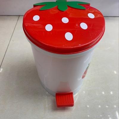义乌好货 迷你桌面纸篓桶创意草莓家用脚踏式翻盖塑料垃圾桶小车卧室收纳桶