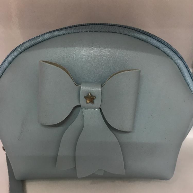 厂家直销蓝色蝴蝶结半圆形化妆包