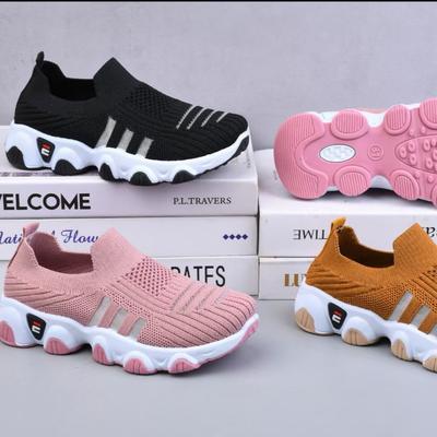 2021爆款时尚休闲透气飞织运动童鞋