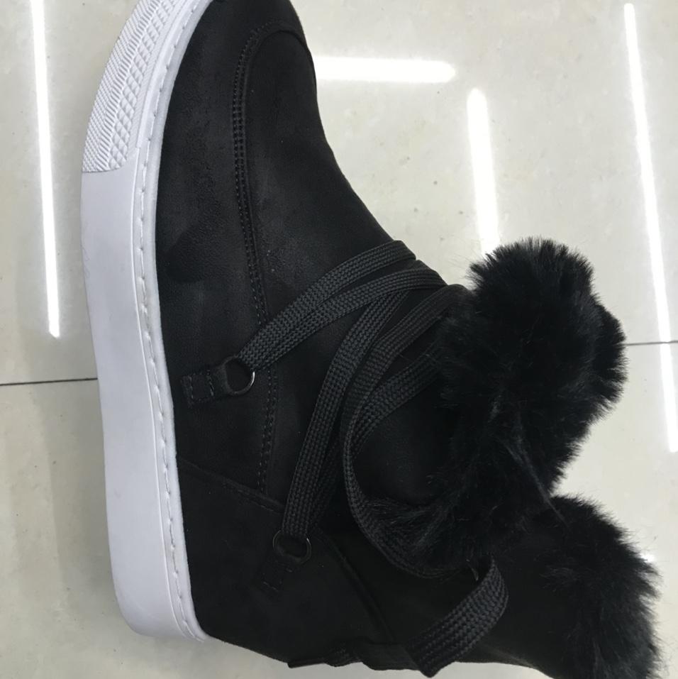 女靴子。绒布料。内增高。