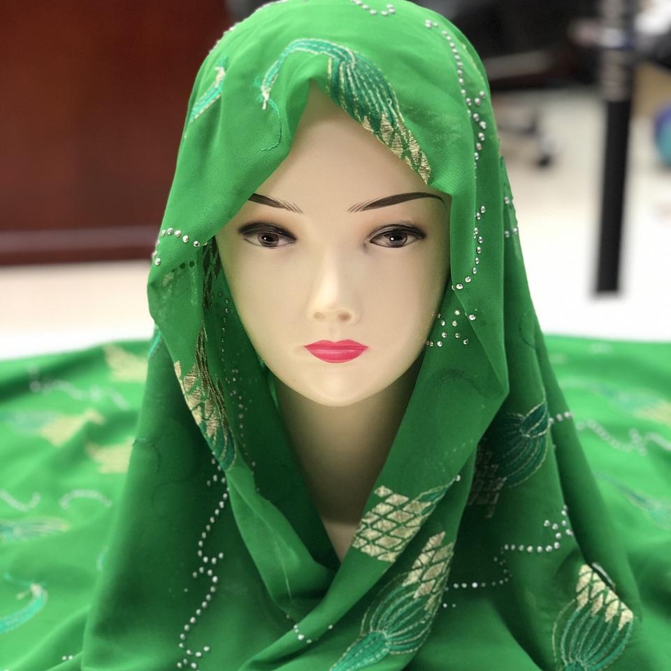 厂家直销雪纺仿真丝绣花烫钻围巾外贸女士时尚包头巾披肩S71