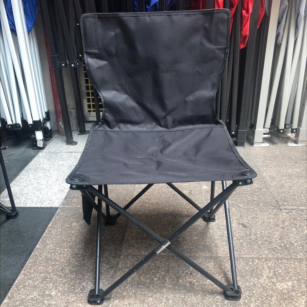 黒色折叠椅子