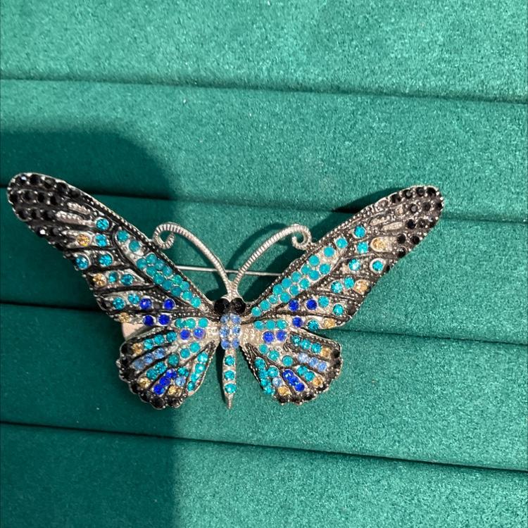 高品质蝴蝶胸针