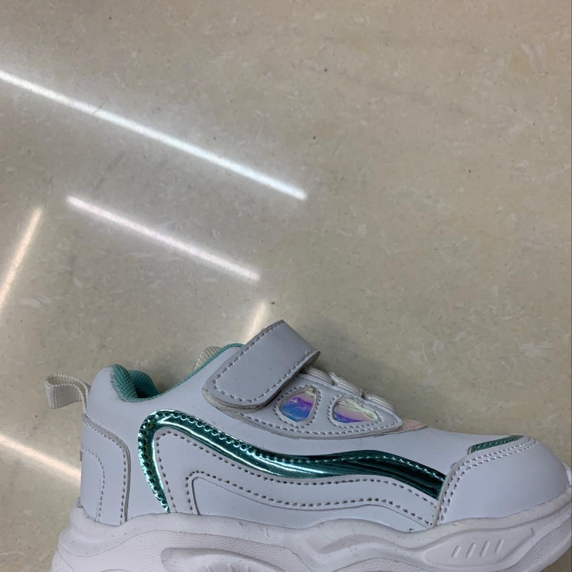 女孩鞋白+绿配