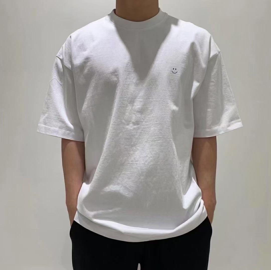 白色t恤衫