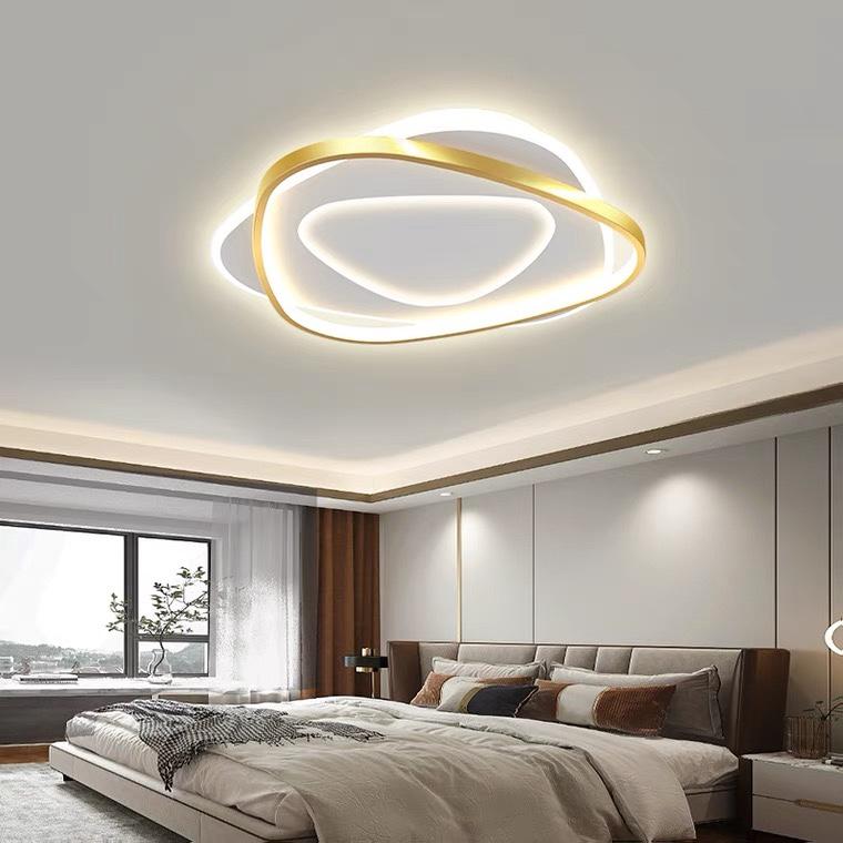 卧室灯2021年新款主卧简约现代led温馨浪漫吸顶灯高端大气房间灯金色