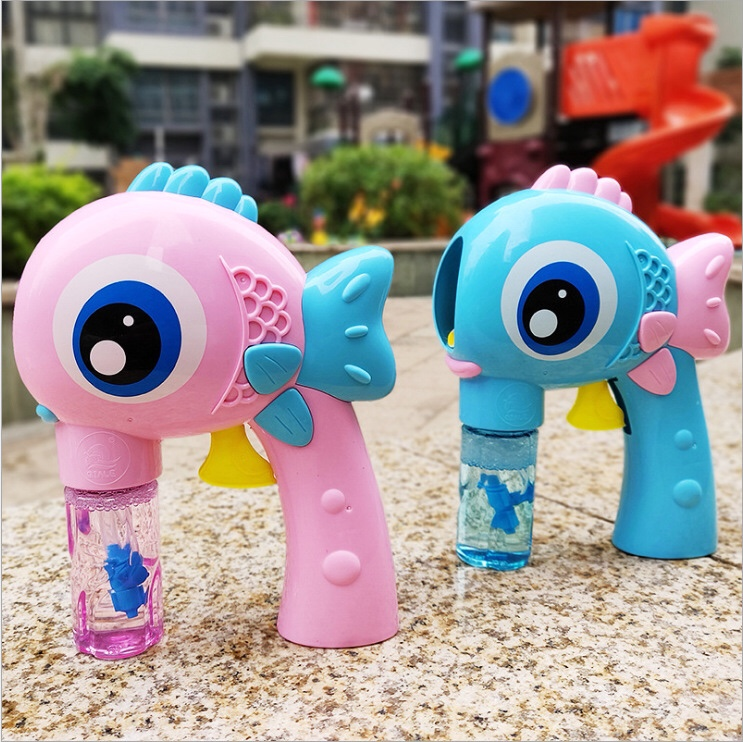 抖音大眼鱼泡泡枪儿童惯性手动泡泡机自动上水吹泡泡玩具地摊批发