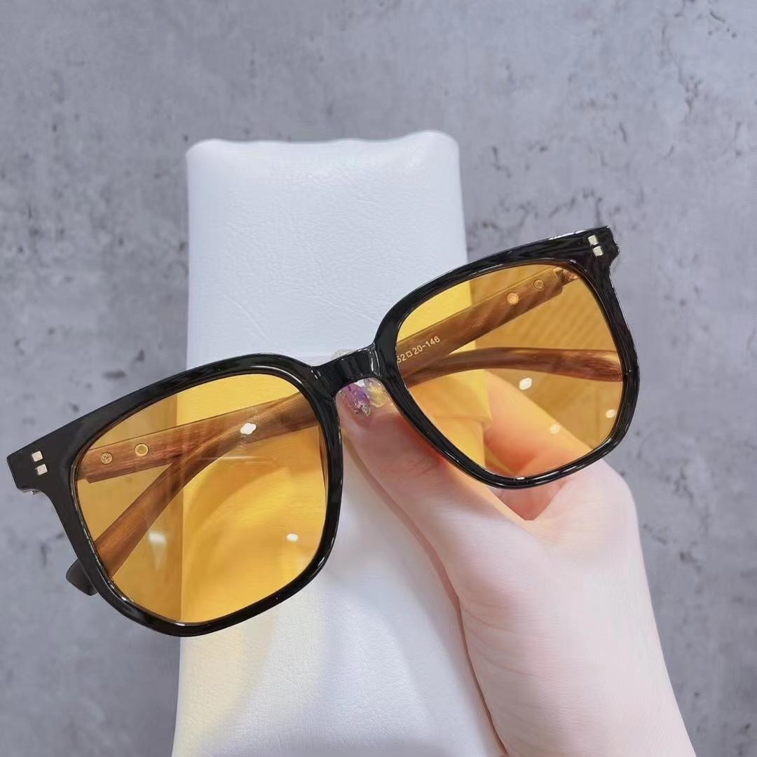 带米钉5293型号彩色太阳镜,颜色多样,靓女专配。