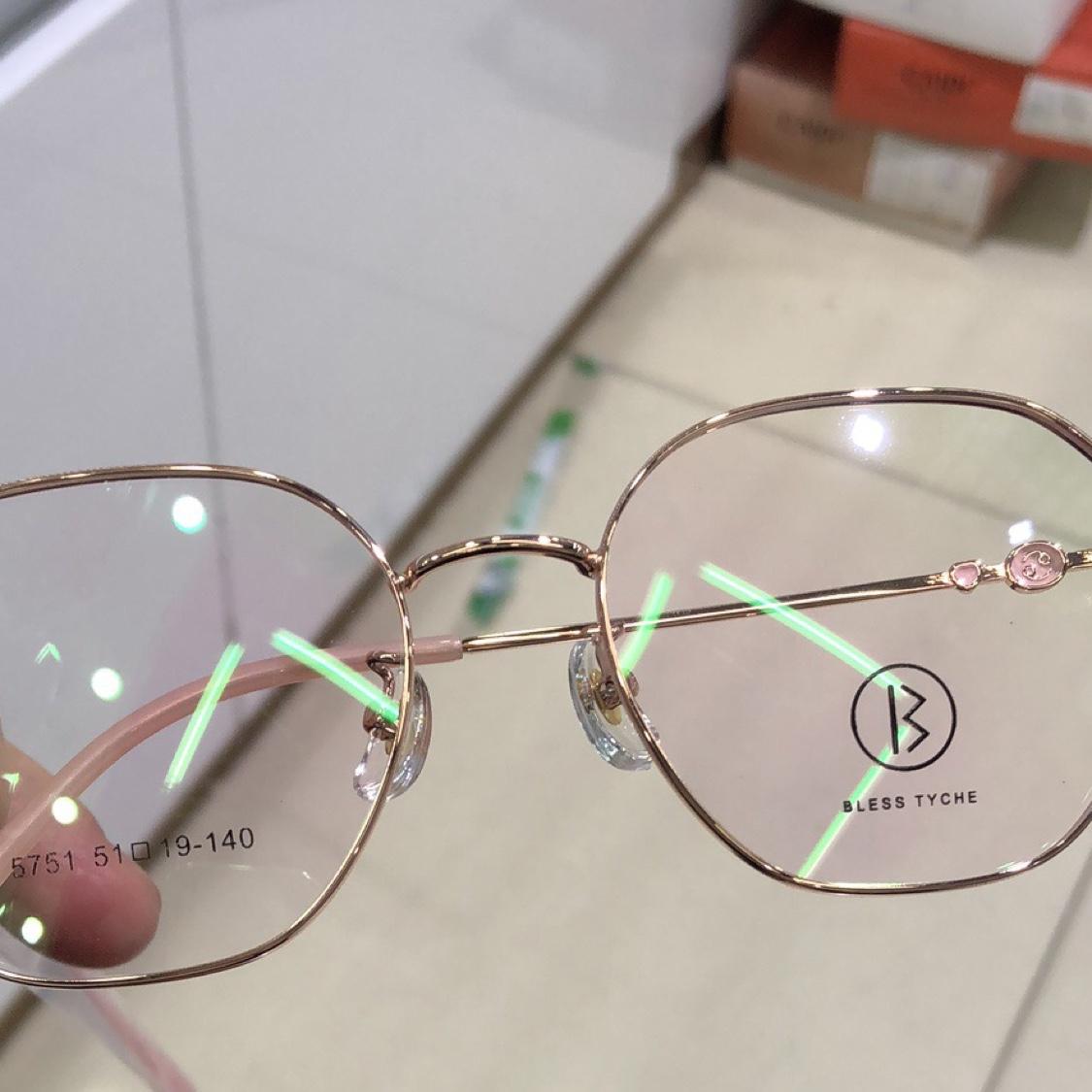 女士粉色眼镜架