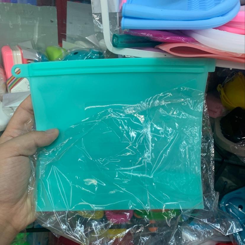 硅胶保鲜盖家用硅胶保鲜和1000毫升保鲜袋。
