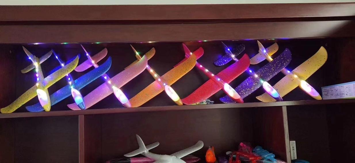 艳灿玩具全身灯飞机一件120个