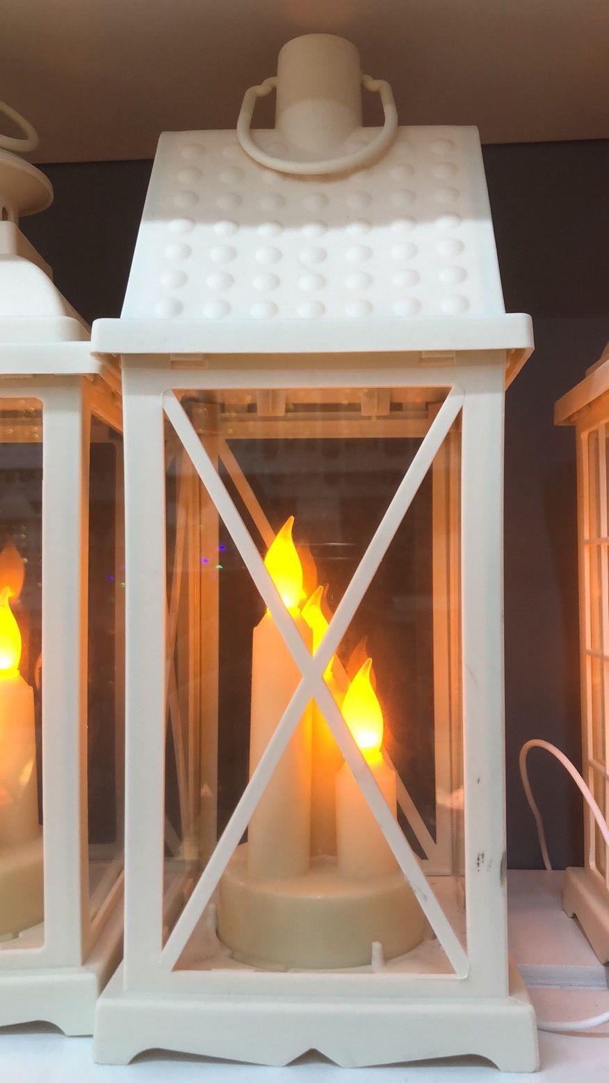 四方白色X面屋顶三头蜡烛