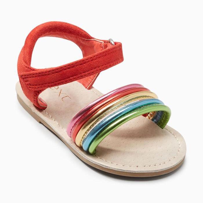 新款女童凉鞋