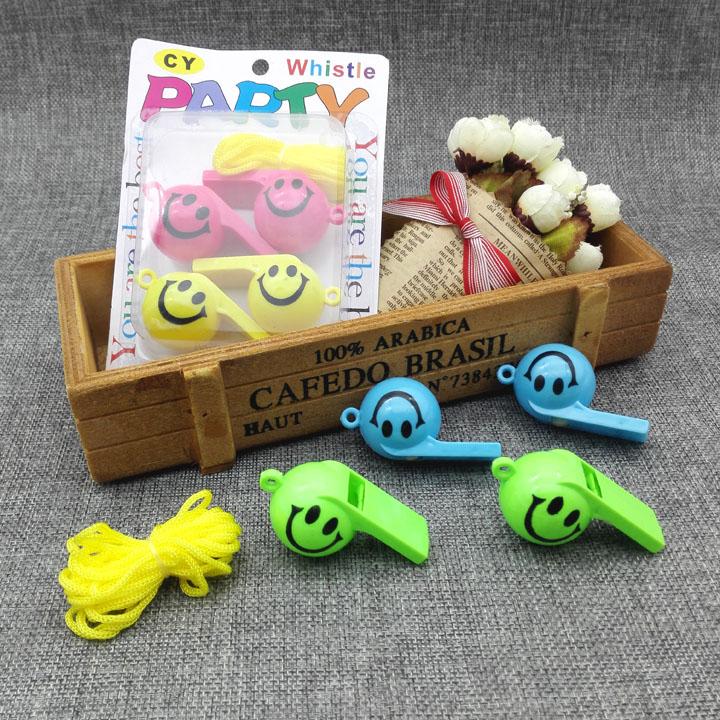 儿童哨子彩色塑料挂绳口哨 幼儿园宝宝小喇叭 户外求生吹叫道具