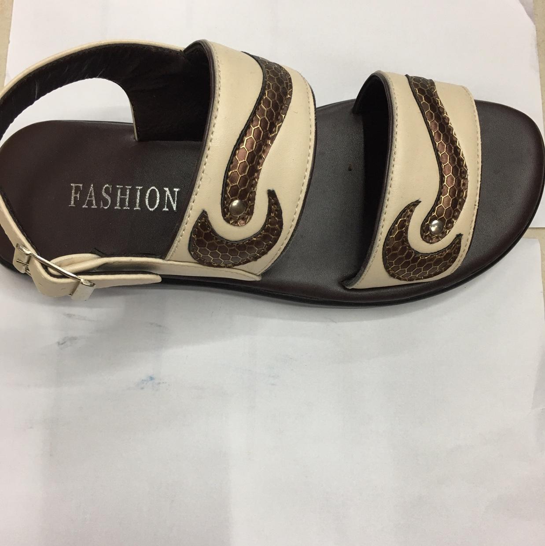 各种各样鞋都可以订做,凉鞋 拖鞋 沙滩鞋 PU材质,适合外贸订单