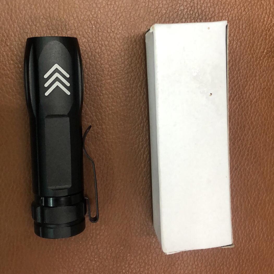 强光铝合金手电筒