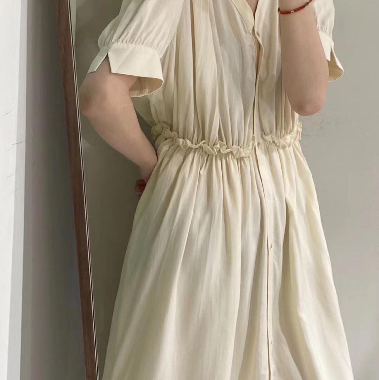 鹅黄色长裙