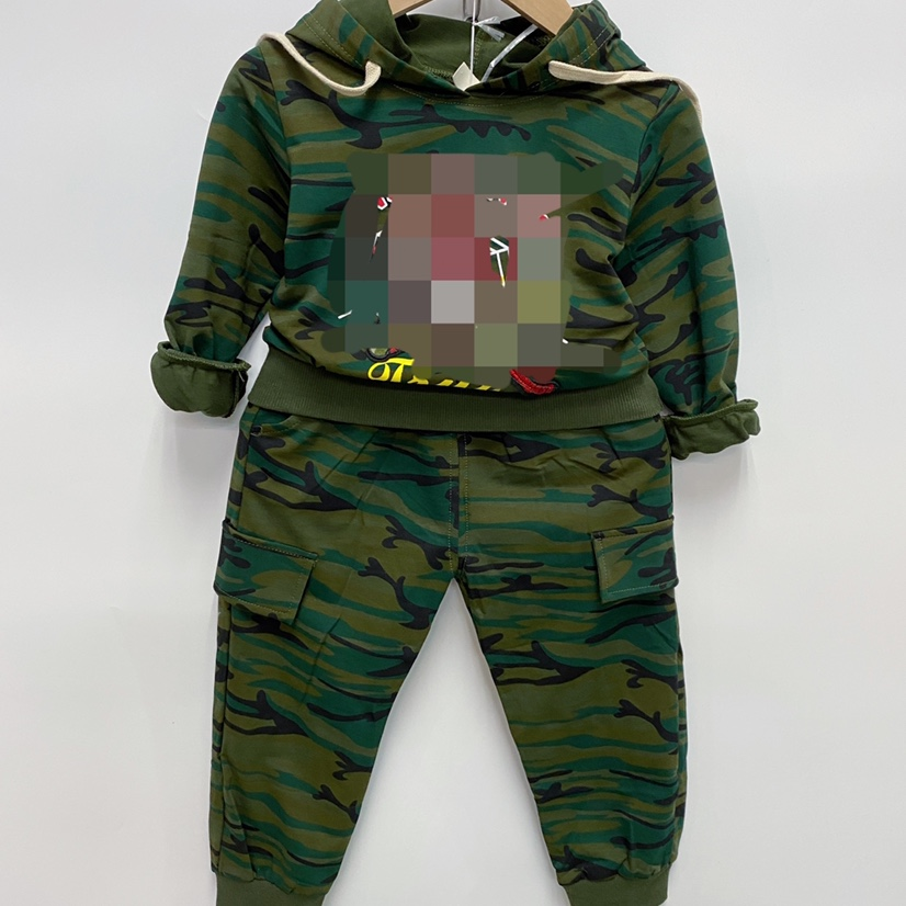 新款童装中童套装4-8岁军绿迷彩带帽子套装特价批发25元。四个码子裤子真口袋。纯棉好质量 一手四个码子批发