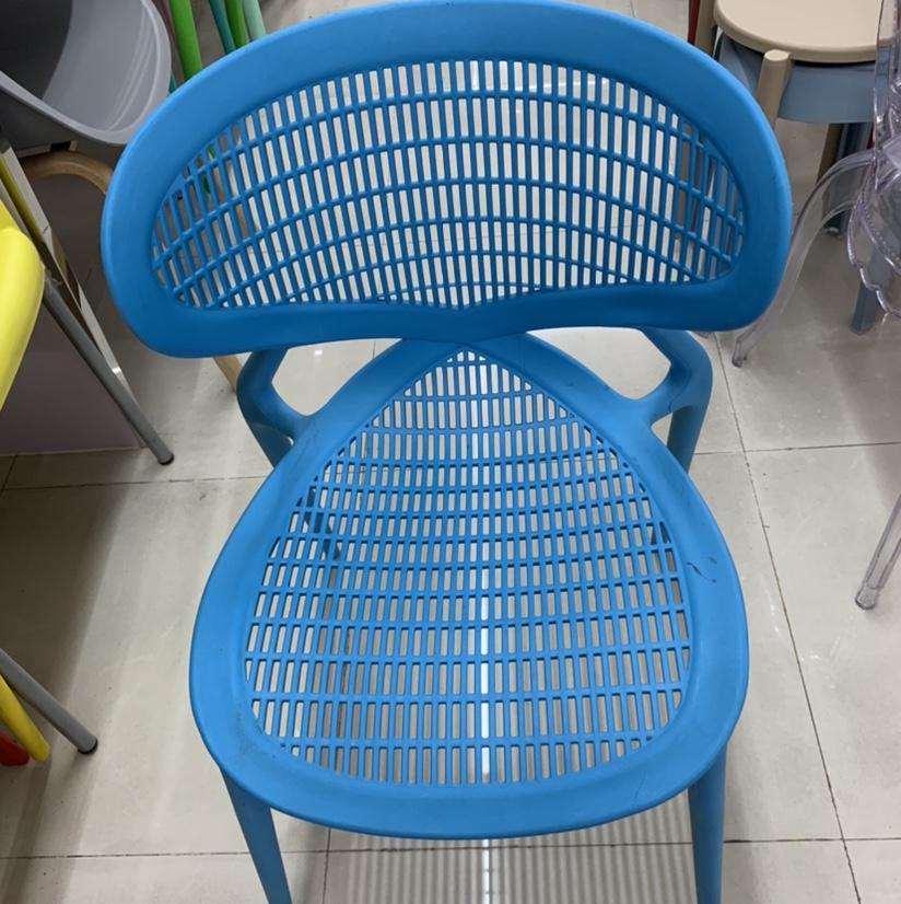 S型塑料条纹椅