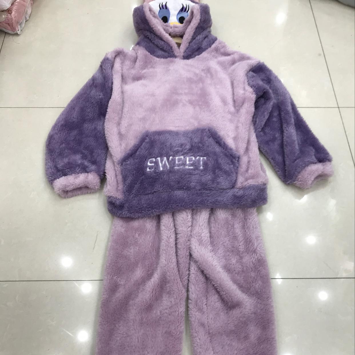 冬季的羊毛长毛绒睡衣套装,家居服戴帽子的鸭子图案,今年的爆款。