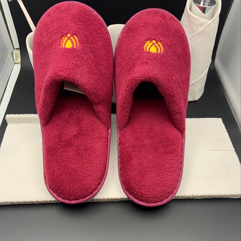 酒店宾馆一次性拖鞋红色珊瑚绒绣花LOGO高档一次性拖鞋