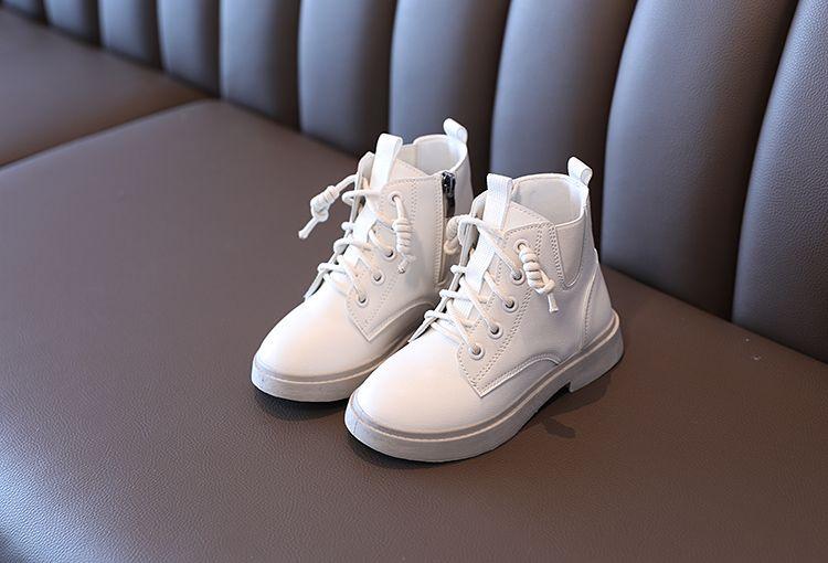 儿童时尚靴子