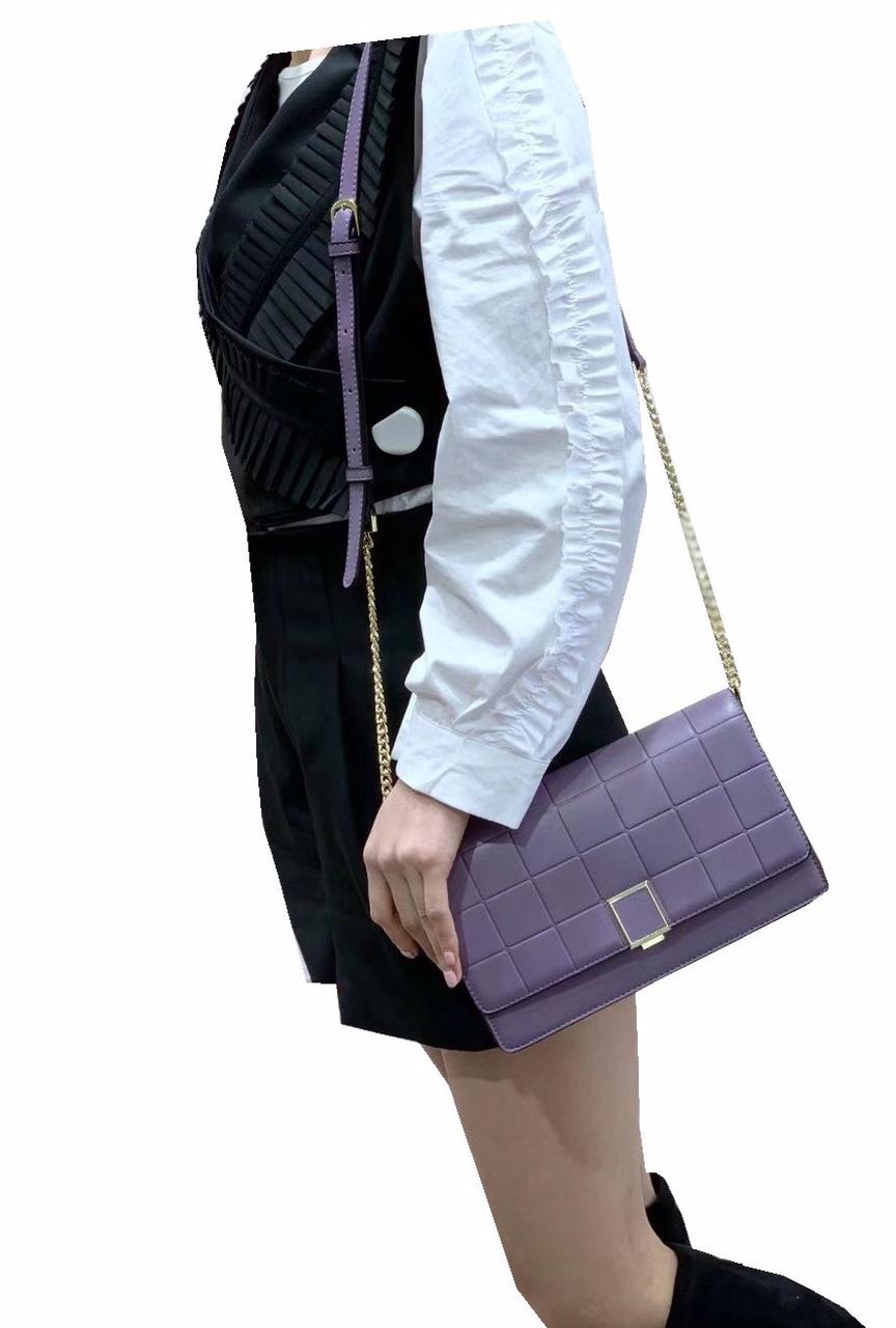 女士斜挎包可肩背,新款时尚大方,进口面料,尺寸:240*70*150CM颜色:带图紫色模特效果