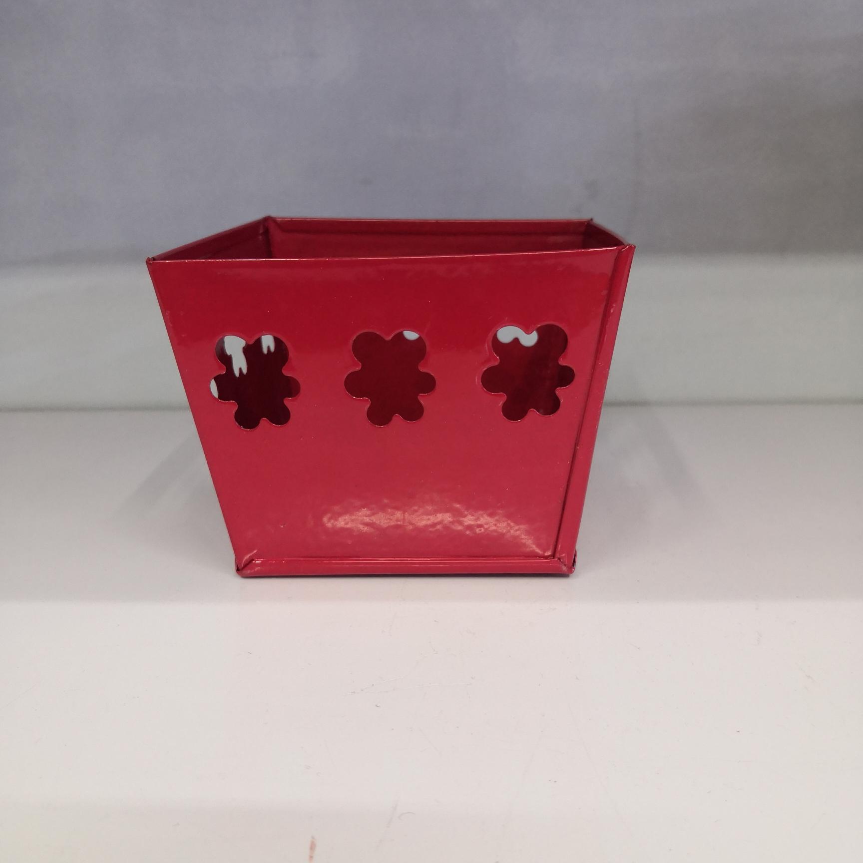 四方镂空铁皮桶红