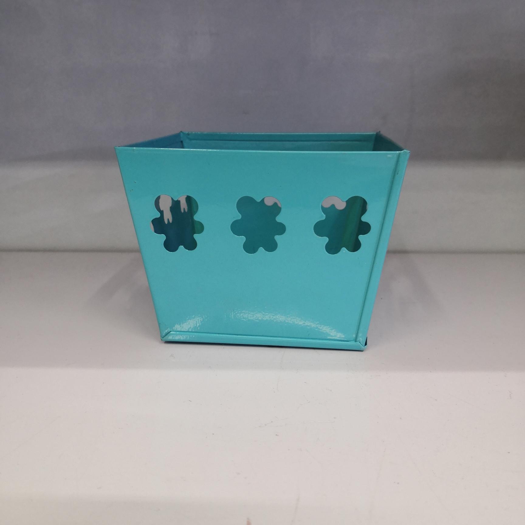 四方镂空铁皮桶蓝