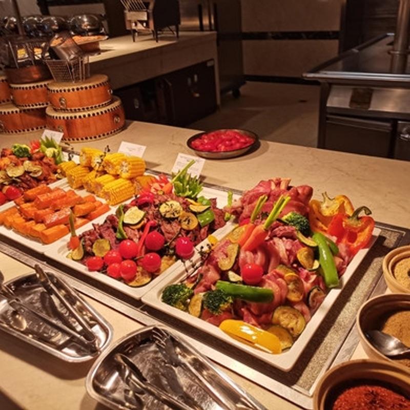 皇冠假日酒店自助晚餐